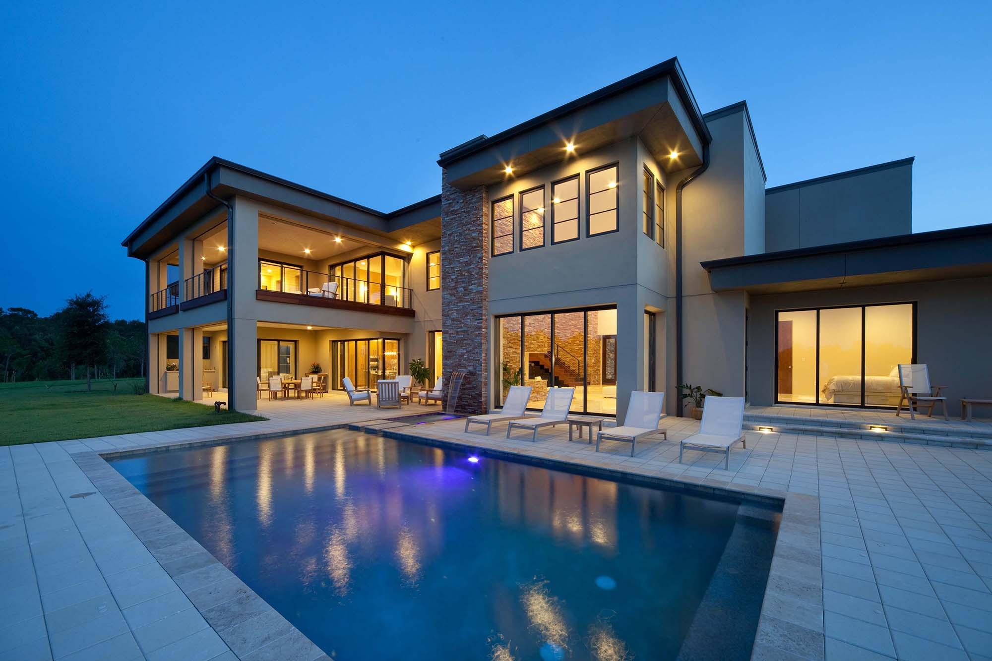 sqaure modern home design indoor outdoor living - Gambrick