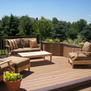 Monmouth County NJ 2 Tone Brown Trex deck with dark border trim brown patio furniture