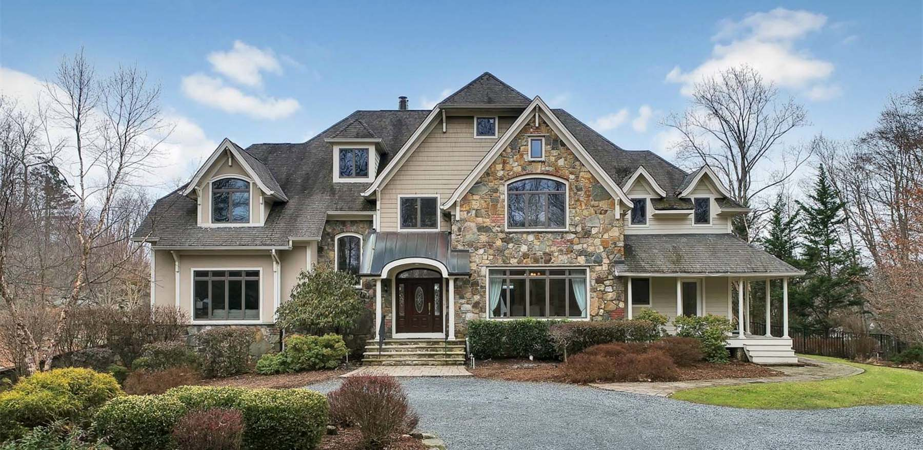 What Color Siding Goes With Stone And Colors