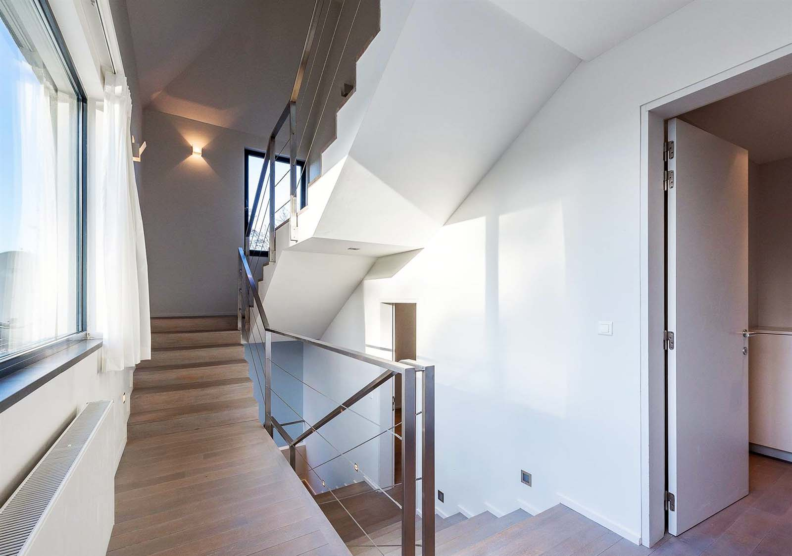 clean contemporary stair design with silver wire cable railings