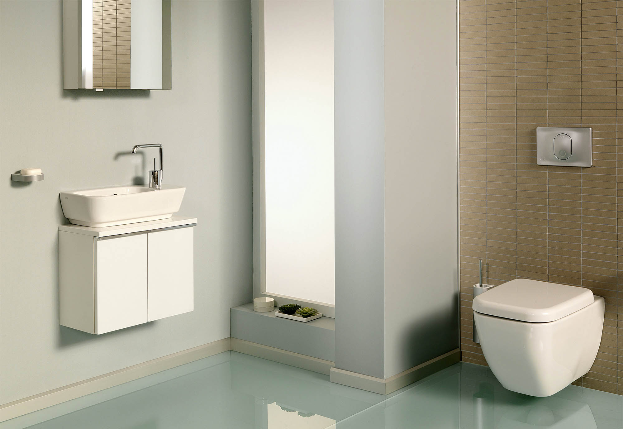 wall mounted bidet with electronic wall switch that controls both temperature and pressure