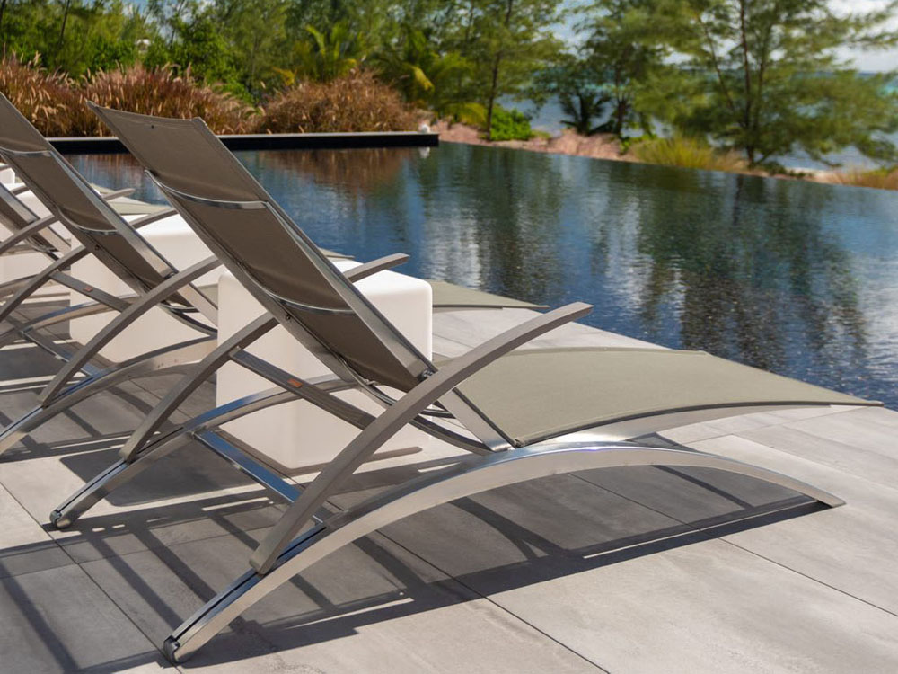 modern outdoor patio lounge chairs poolside