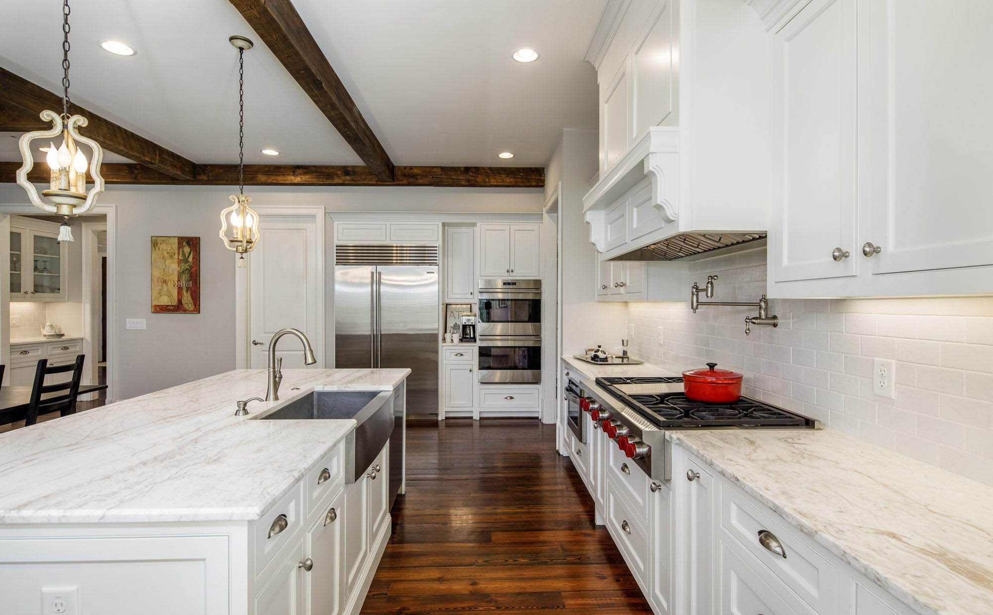 traditional kitchen design with a stainless steel farmhouse sink