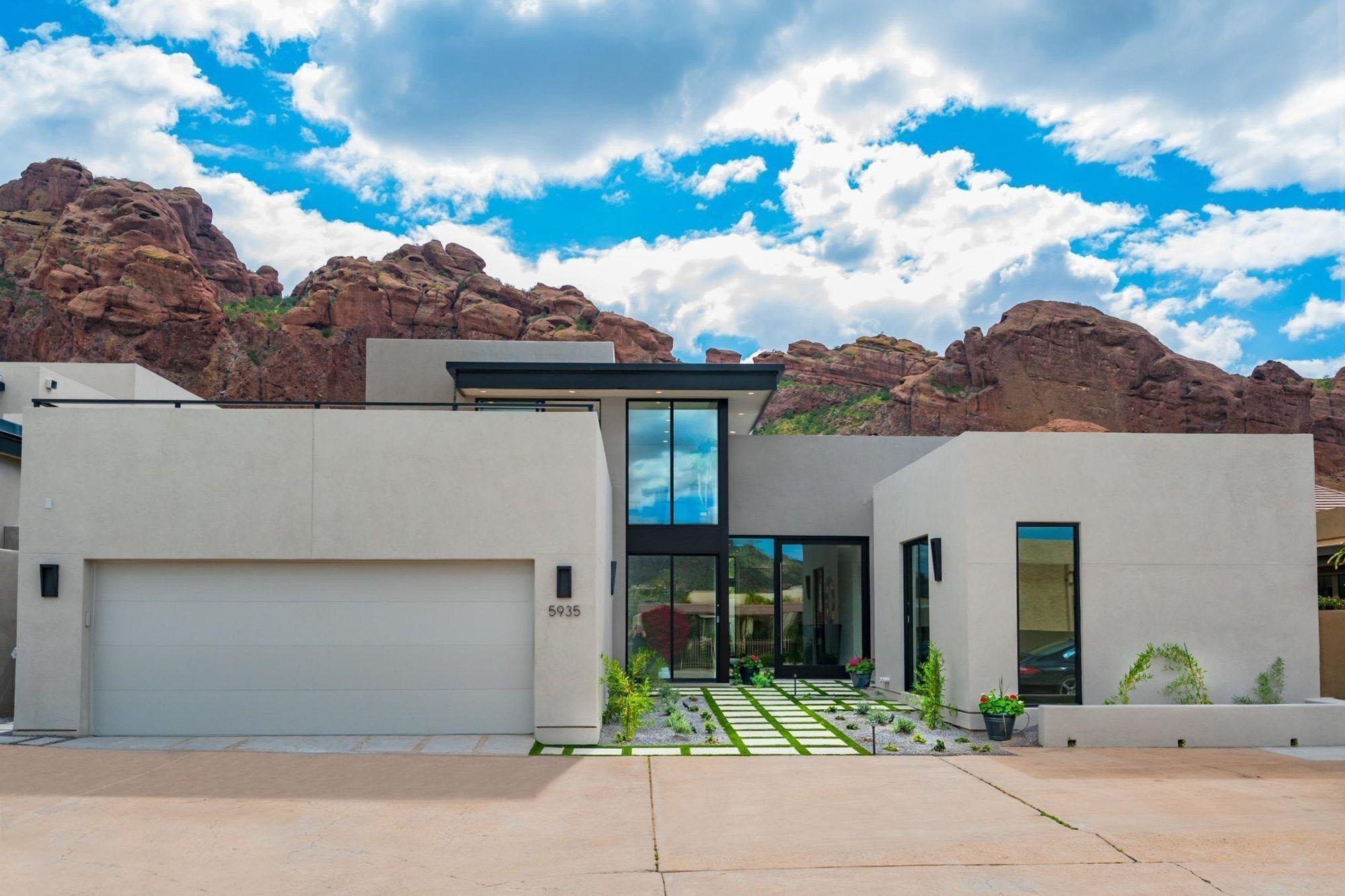 Modern smooth fiberglass garage doors on an Ultra Modern home.