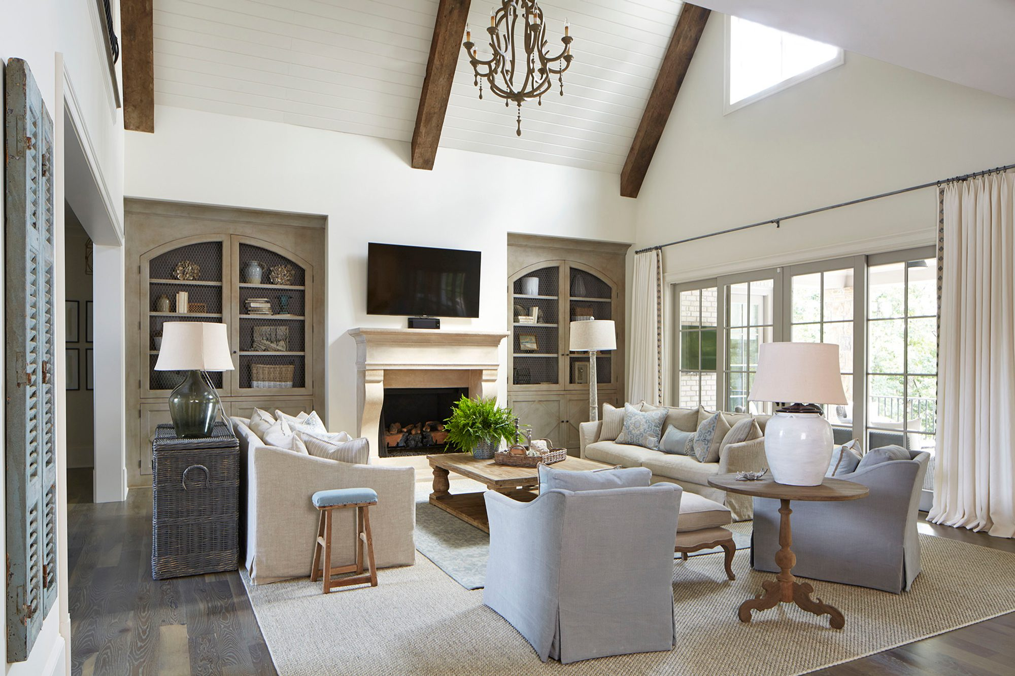 beautiful living room with vaulted ceilings, exposed wood ceiling beams and shiplap. vaulted ceilings pros and cons.